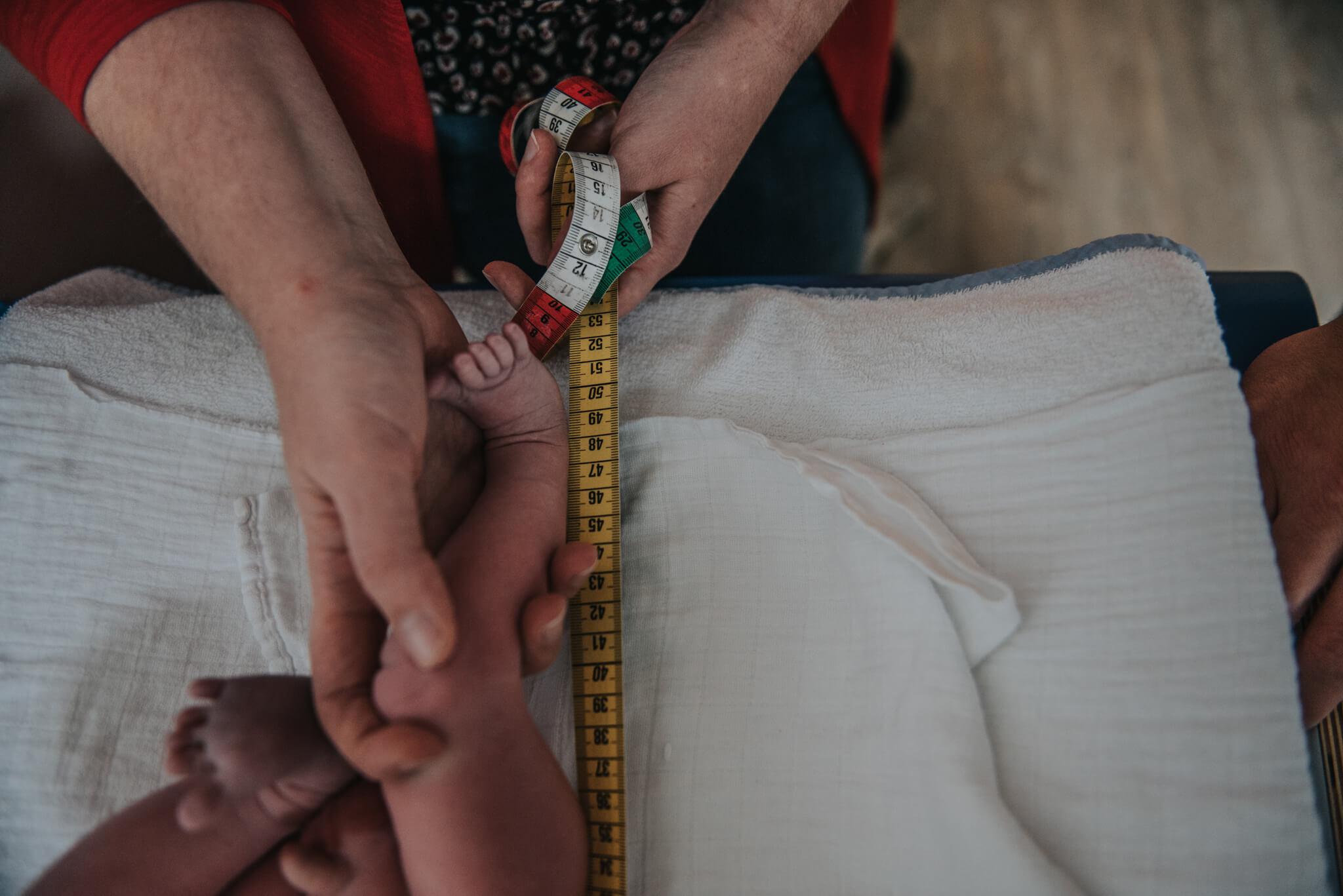 Geboortefotografie Nijmegen meten beentjes