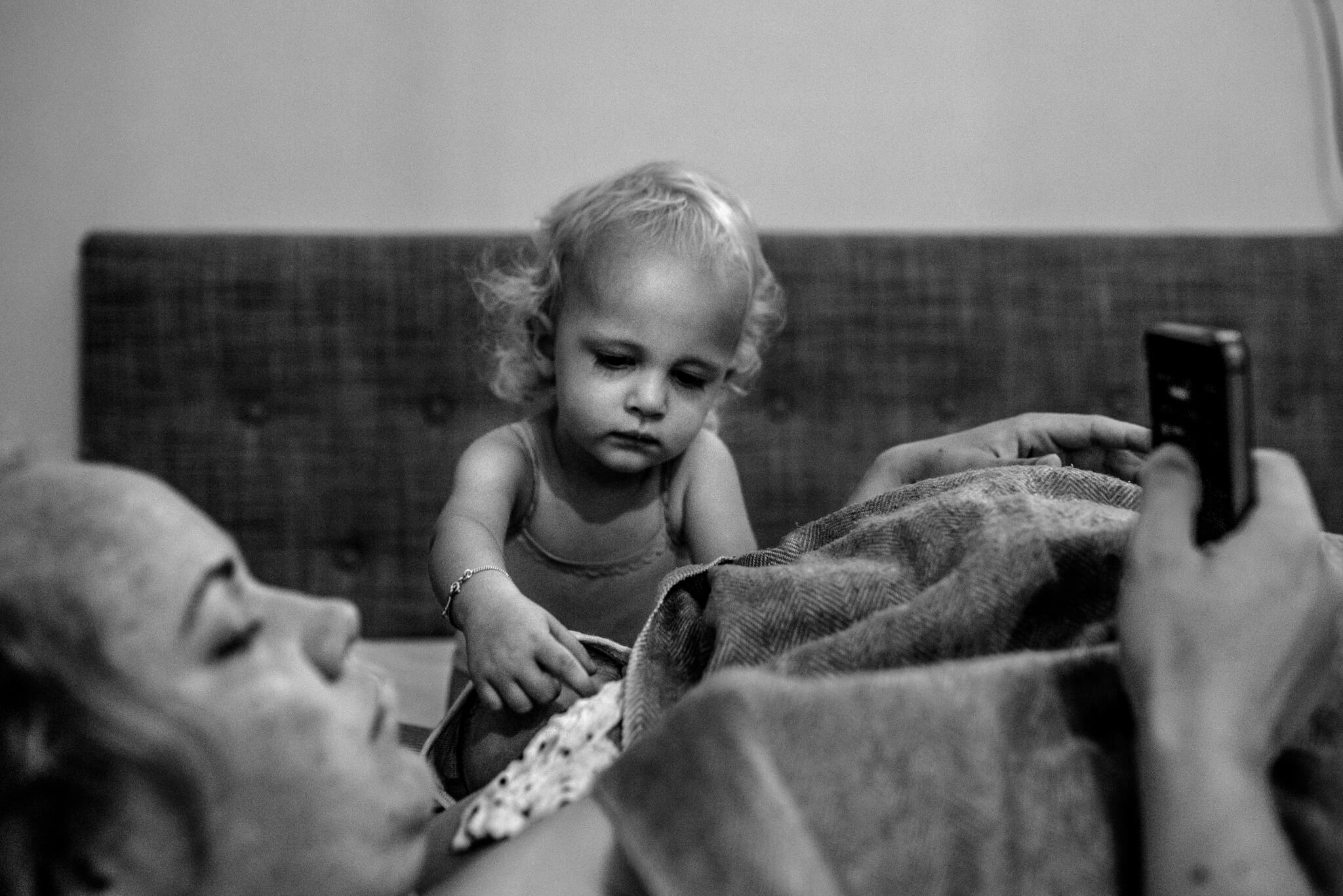 Geboortefotografie kinderen bij de bevalling Birth Day geboortefotografie