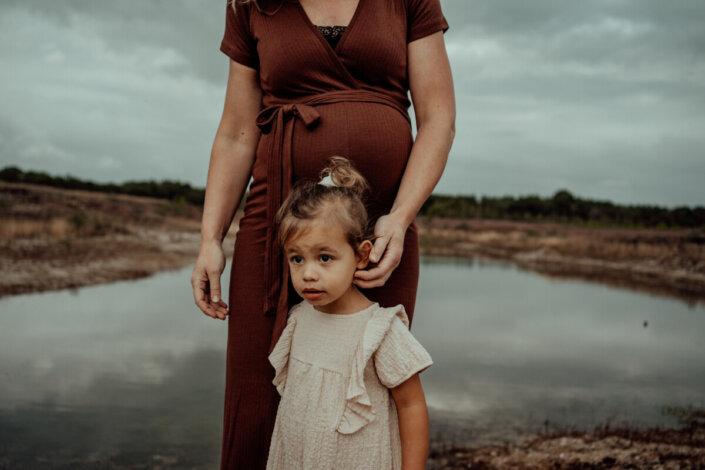 Zwangerschapsfotografie in de natuur Mill