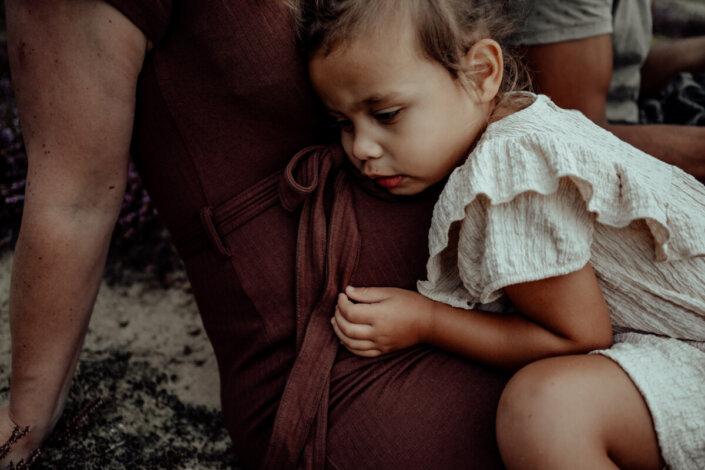 Zwangerschapsfotografie in de natuur Molenheide Mill