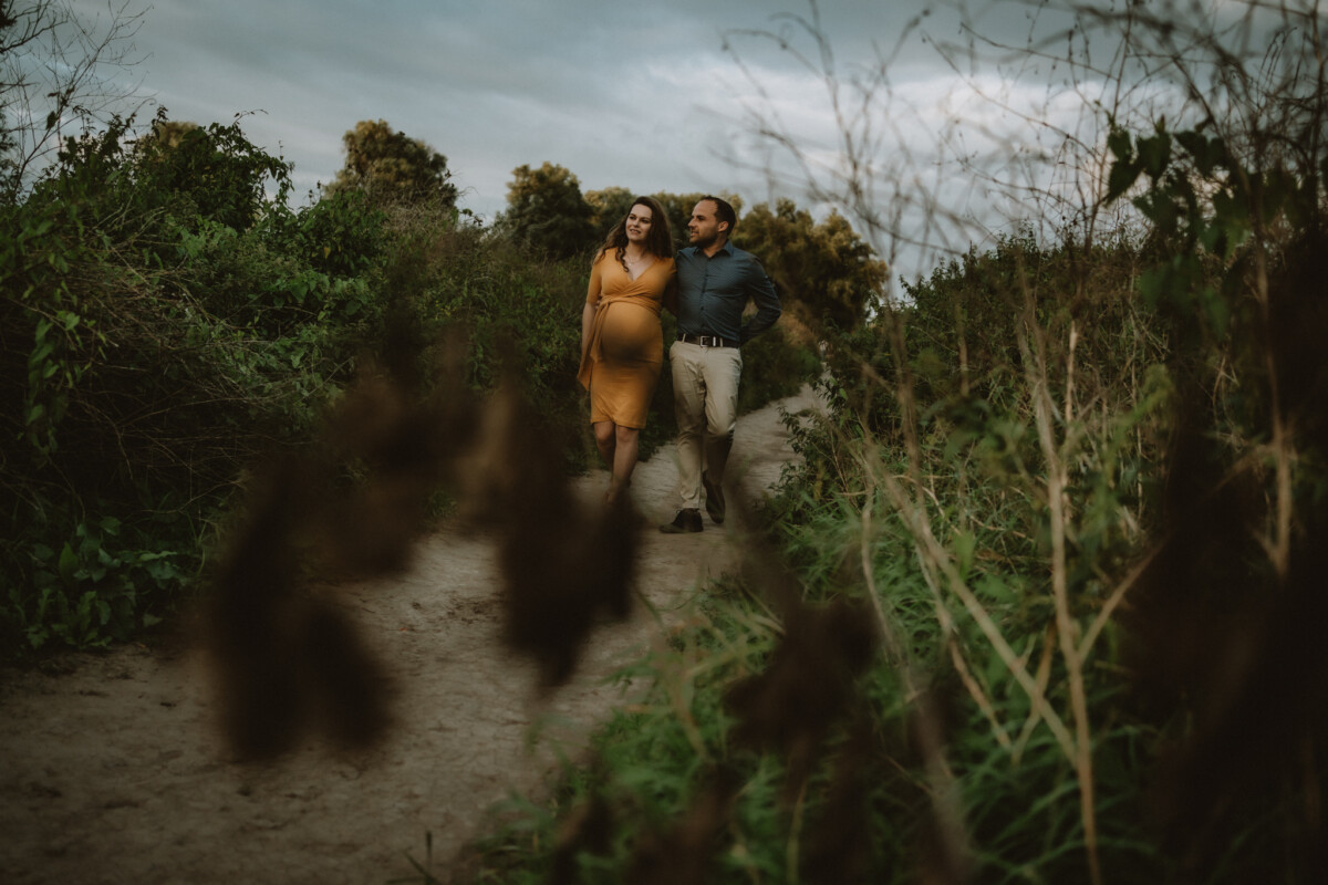 Stoere zwangerschapsfotografie Nijmegen Waalkade